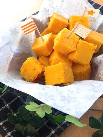 しっとりモチモチ不思議な食感。にんじんそのものの鮮やかなオレンジ色がきれいな、体が喜ぶおやつです。