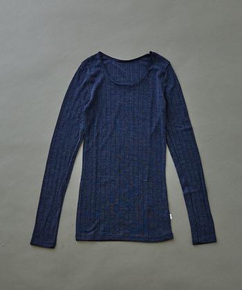 デンマークの老舗下着ブランド「joha(ヨハ)」の長袖アンダーシャツ。肌触りの良いウールシルク素材で、寒い日でもポカポカ。