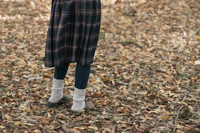 スカートの下やパンツの下にはいて重ねばきし、保温性をより高めて。雪が降る寒ーい日でも、女性の大敵・下半身の冷えから身を守ってくれます。