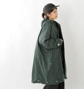 「歩くための機能服」をコンセプトに2015年に誕生した、日本発のテクニカルアパレルブランド「alk phenix(アルクフェニックス)」。超撥水素材を使用した超軽量ダウンオーバーコート「dome coat」は、スタイリッシュな見た目と高い機能性が魅力。