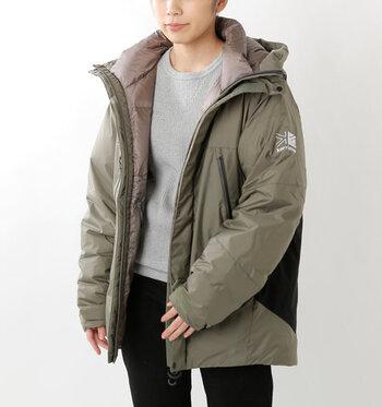 日本でも人気のイギリスのアウトドアブランド「karrimor(カリマー)」。撥水ストレッチオーバーダウンジャケット「nevis parka」は、防水性のある生地を使用し、厳冬期登山にも対応する本格派のためのオーバーダウンです。