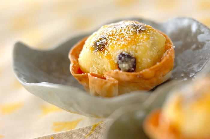 しっとりなめらかなスイートポテトをサクサクの餃子の皮で包んだ、食感が楽しいレシピ。ラムレーズンの酸味が、サツマイモの甘さを引き立てます。