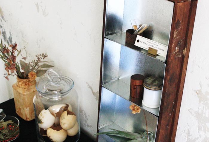 ブリキのボックスと木材を組み合わせて作るボックス。縦・横・平置きとさまざまな向きで使えて、レトロなのにおしゃれな雰囲気です。