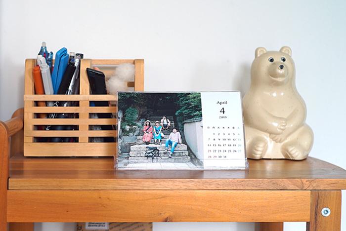 """友人との旅行中に撮った写真、データを共有することは多いと思いますがカレンダーにして思い出を共有することもできます。 『PDAY』は街の写真屋さんがひとつずつ仕上げるので、たった一部からでも頼むことができます。二人旅からグループ旅行まで、人数に合わせて必要な分のみ。一緒に行ったメンバーだけの""""宝物""""のように思えそうです。"""