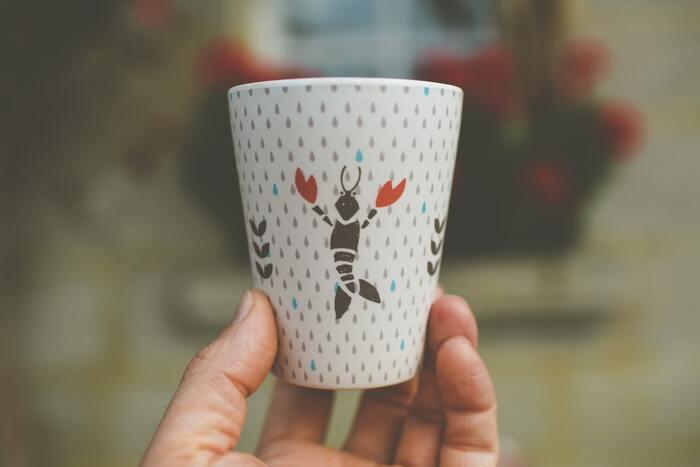 学生時代にクリスマス会のプレゼント交換でもらったジョーク系のカップ。楽しい思い出はあるけれど、カップとしては使いにくいし、仕事場でペン立てにするかな…??
