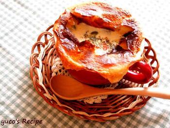 アサリの出汁が効いたクラムチャウダー。パイをかぶせて焼き上げれば、スペシャル感が倍増します。パリッ→サクッ→トロ~リと食感のコントラストを楽しんで。