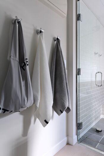 体や顔を拭くタオルの扱い方にも、注意が必要です。  ごしごしこすらず、そっとタオルを押し当てるようにして水分を拭き取ります。冬は肌が敏感になっているため、極力、刺激しないように気を付けましょう。