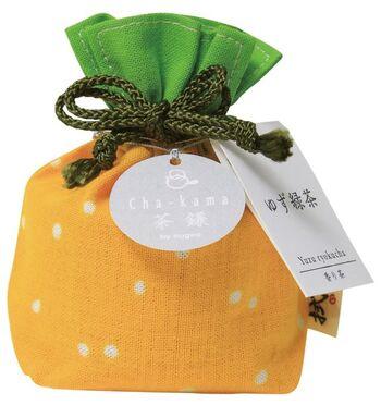 暮らしを彩る布を通じ、温もりのある空間の演出やおもてなしを提案している「拭う」の、日本人が大切にして来た、おもてなしの心を伝える、鎌倉のお茶のシリーズ「茶鎌・巾着包み」。