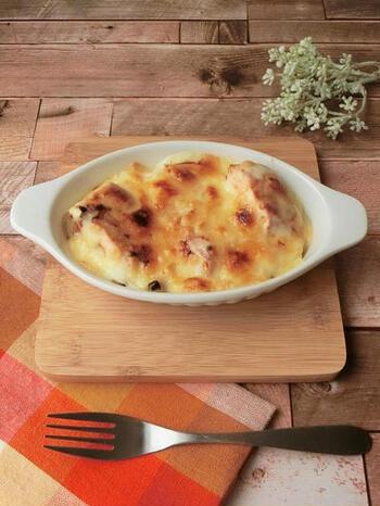 鮭とチーズが、下仁田ねぎから甘さとうまみを引き出してくれます。鍋利用オンリーだった下仁田ねぎの新しい美味しさに気が付かれるはず。レンジで作るホワイトソースは失敗なし。レシピをご参考に。