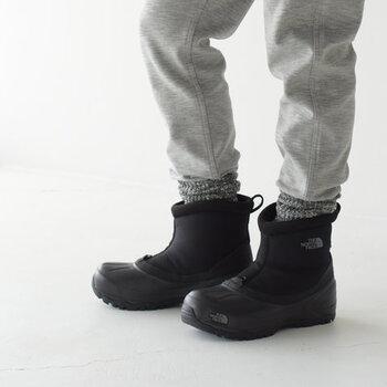 安定の人気を誇る、アメリカ生まれの「THE NORTH FACE(ザノースフェイス)」のショートブーツは、防水・防寒など、アウトドアブランドならではの機能性と街でもおしゃれに履けるデザイン性を兼ね備えています。