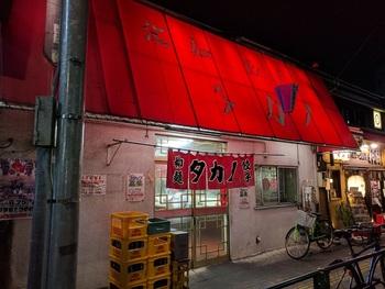 堀切菖蒲園駅から歩いて約1分のところにある「タカノ」。町中華には珍しく、24時間営業というのも人気の秘密です。 (※火曜日が定休日です。)