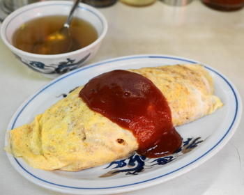 町中華ならではの、オムライスが美味しい。いわゆるおしゃれカフェのふわとろオムライスもいいけれど、やっぱりこのベーシックなスタイルが最高です。