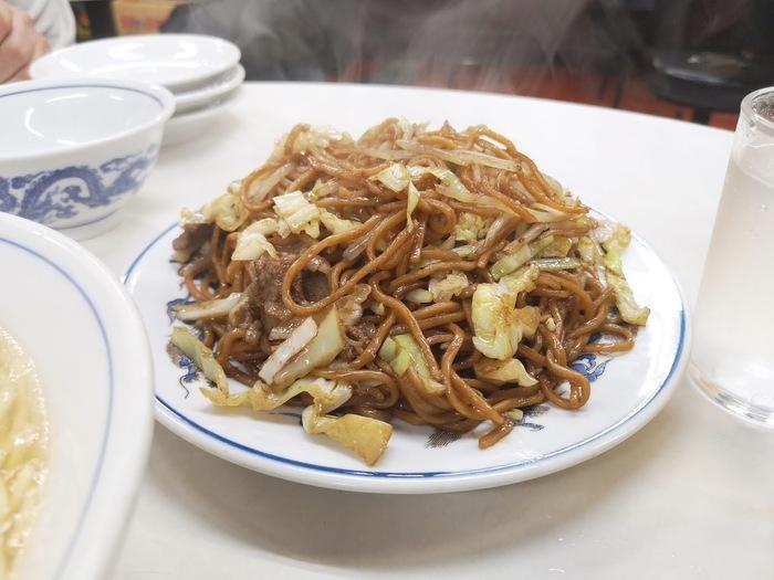 太麺が美味しい焼きそばもおすすめです。普通サイズでも、結構大盛りですがペロリといけちゃうお味になっています。できたてがわかる、湯気まで美味しそうですね。
