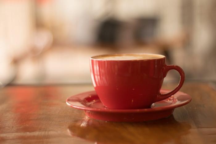 喫茶店「フニクリフニクラ」で働いている時田数。その喫茶店では、ある席に座ると自分が望む過去に戻ることができるという都市伝説があった。いくつかのルールを守ることができれば、あの時に戻って会いたい人とまた会える。そんな噂を聞きつけた過去に戻りたいと望む人々が今日もフニクリフニクラを訪れて――。