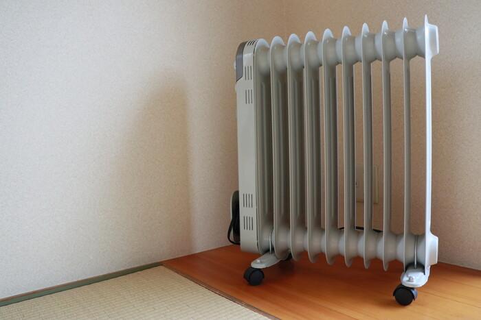 お部屋を温める暖房器具はどうやって選びますか?毎日使っていく上でのコスト面や、お子さんやお年寄り、ペットのいるおうちでは安全面も気になるところです。今回は火を使わない「オイルヒーター」に注目して、そのメリット&デメリットをご紹介します。これからオイルヒーターの購入を考えている方も、オイルヒーターについてあまり知らないな、という方も、ぜひ参考にしてみてください。