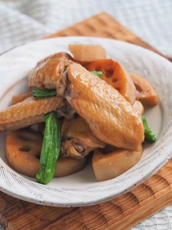 主菜並みのボリューム感を出すなら、手羽先と一緒に煮るこちらのレシピを。炊飯器で調理することで、気軽に圧力鍋並みのホクホク食感が楽しめます。