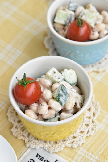 具材が小粒なので、スプーンで掬って食べやすいサラダです。粒マスタードのアクセントが効いています。大豆はタンパク質をはじめ、栄養がたっぷり詰まっているので、食卓に取り入れてみてくださいね♪