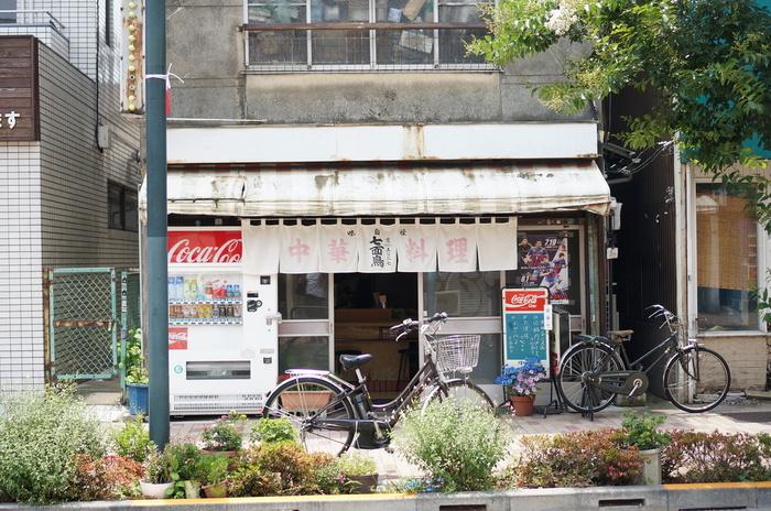 高円寺駅南口から歩いて約5分のところにある「七面鳥」。昭和感漂う外観と、間違いない美味しさから、雑誌にも取り上げられ、今や「町中華といえばここ」と言う人も多いのではないでしょうか!