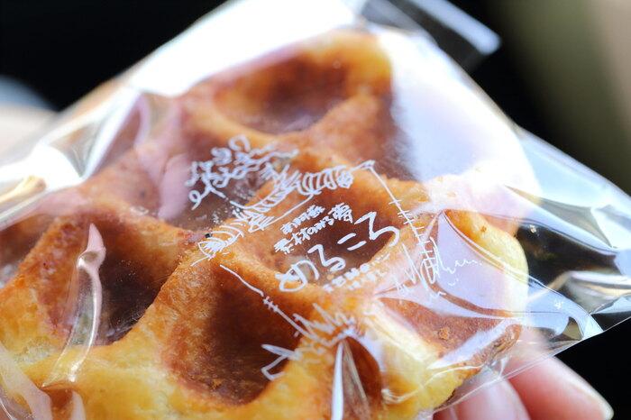 こちらも大人気の「めるころワッフル」。発酵バターと砂糖をたっぷり使用した、サクッとした食感と甘さに癒されます。昔から愛され続けているのも納得の美味しさです。