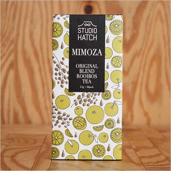 フードコーディネートなど食の活動をされている藤崎みりか氏と、アートワークを担当する藤崎裕人夫婦が2015年に立ち上げたお茶のブランド「STUDIO HATCH」の、アルコールをイメージしてブレンドしたルイボスティー「MIMOZA(ミモザ)」。