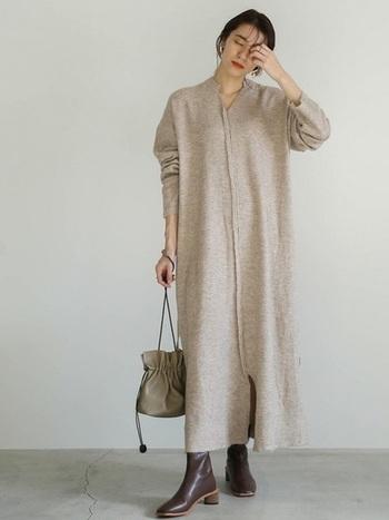 さらりと一枚着るだけで着こなしが完成するワンピースは、コーデを考える必要がないのでとっても楽チン。旅行などにも活躍してくれる便利なアイテムです。ニットの柔らかな素材感が女性らしい印象を与え、温かみのある優しい雰囲気を作り出すことができます。