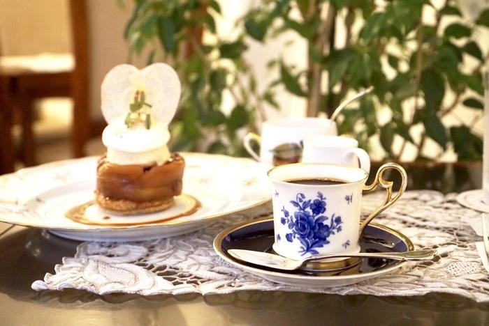 こちらでは、冷水で12時間かけてゆっくりと抽出したコーヒーが頂けます。豊かな香りと雑味がないスッキリとした味わいが特徴。ホテルのパティシエ自家製ケーキといっしょに楽しめます*