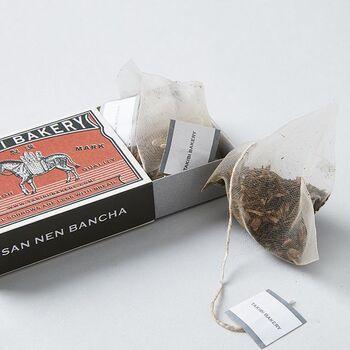 日本(三年番茶)、イギリス(ダージリン)、南アフリカ(ルイボスミント)、ブラジル(マテ茶)、アメリカ(アメリカンチェリー)の5種類はどれも3個ずつティーバッグが入っていて、箱も中身も素敵な紅茶のセットはプレゼントにも◎。