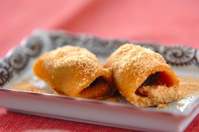 市販のしゃぶしゃぶ用のお餅を使った、あんもち。とっても簡単に作れるので、急なお客様の時にも活躍するレシピです。きな粉はたっぷりとまぶして作ってみてくださいね。