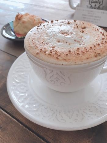 そして、このSUNDAY MORNING coffeestandのチャイは常連さんもイチオシ!クリーミーな甘みに程よいアクセントとなるスパイスの絶妙なバランスがたまりません♡あまり知られていないスポットですので、先取りしにいってみてはいかがでしょうか?♪