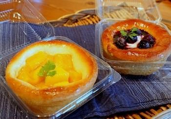 マンゴーやブルーベリーなど、デザートにぴったりのタルトも。シーズンによっても変わるので、季節のパンをぜひ楽しんでみませんか?