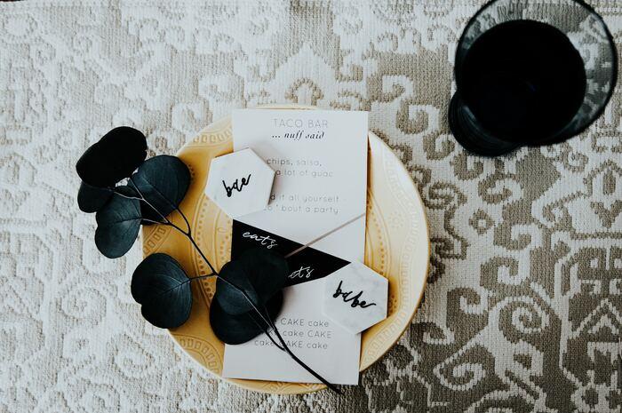 ノートや手帳などが手元にない場合には、レシートの裏面に書いてあとで挟んでも◎大切なのは「何に書くか」ではなく「何を書くか」なのです。