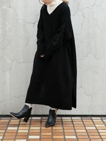 ゆったりしたシルエットで、ルーズ感のある着こなしがかわいいオーバーサイズのVネックニットワンピ。インナーを入れずデコルテを見せて、スキニーパンツなどと合わせると、大人カジュアルな着こなしになりますよ♪