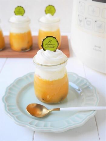 圧力なべを使うことで、短時間ながら本格的なかぼちゃスイーツが作れるレシピです。きび砂糖のおだやかな甘さもポイントですね。透明の瓶で仕上げればまるでお店のプリンのようです。