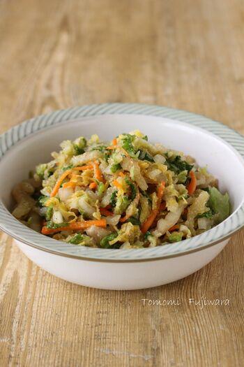 白菜を1/4個たっぷり使用したレシピ。漬け物感覚で食べられる和風の味付けのさっぱりサラダです。