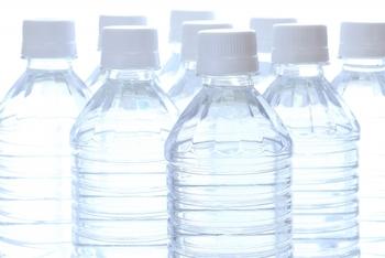 大さじは、ペットボトルのキャップすりきり2杯分。 小さじは…♪ ↓↓↓