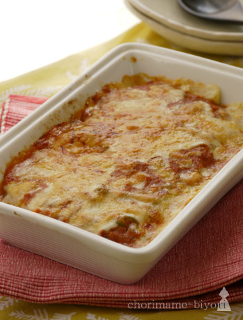 ラザニアのパスタを里芋で代用した一品。里芋のねっとりとした食感が、クリームミートソースととってもよく合いペロリと食べられちゃいます。
