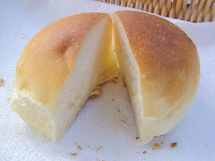 小国ジャージー牛乳を使った「ジャージーミルクパン」は、ふんわりと牛乳の風味が広がります。何度も食べたくなる素朴な味わいです。