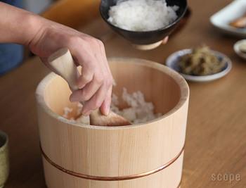 木曽さわらは耐酸性が極めて高いので、お酢を使う飯台にも適した素材です。ひとつ手に入れると、日常のさまざまなシーンで活躍しそう。
