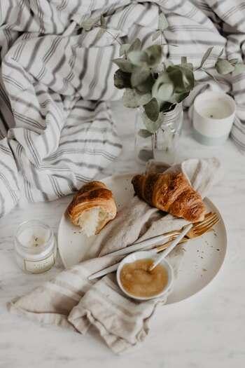「起床→洗顔→朝食→身支度」を「起床→洗顔→身支度→朝食」に変えるだけでも、自分の動きや気持ちが大きく違ってくると思いませんか?ほんの少しの変化が、今日という日を強く意識させるのに役立ちます。