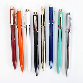 新年から何か新しいことを始めたい、毎日日記を書きたい、手帳や記録のノートをつけたい!と意気込んでいる方には、その決意表明に新しい文房具を取り入れてみるのもおすすめです。文房具は同じものを長く使う方も多いですよね。新しいボールペンや筆記具があると、一年の目標を叶えるためのパートナーになってくれそうです。