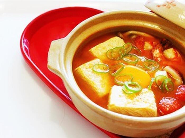 スンドゥブとは韓国語でやわらかい豆腐のこと。コチュジャンやみそベースの鍋はえびやたこなどと相性抜群!しょうがをたっぷり入れて、体を温めましょう♪