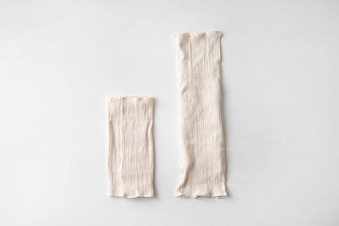 暖かさを求めるなら、やっぱりシルクが魅力的♪シルクふぁみりぃの「シルクとコットンの腹巻き」は、はずせない定番の品です。冬は暖かく、夏は涼しいシルク製だから、一年中使えます。ショートとロング、お好きな長さを選んでみてくださいね。