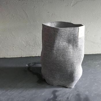 ドイツ生まれのアクリルファイバー「ドラロン糸」を使って作られたDamasquinaの腹巻き。天然繊維に負けないくらい、高い吸汗性と抗菌防臭性を持っています。お家で丸洗い出来るところも嬉しいですね。デイリーユースに丁度いい1枚です。