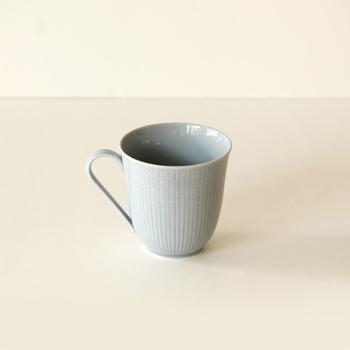 スウェーデンの老舗陶磁器ブランド・ロールストランドのマグカップ。こちらは、風にそよぐ麦の穂を描いたクラシックなシリーズです。上品なマグカップがお好きな方におすすめ。電子レンジ・食洗機OK、オーブン不可。