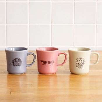 スウェーデンの陶芸家リサ・ラーソンの人気キャラクター・マイキーなどが描かれたマグカップ。可愛い動物たちと優しいくすみカラーに癒されます。電子レンジ・食洗機OK。