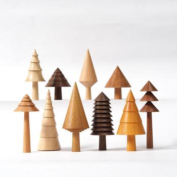 さまざまな種類の木の端材から作られているオブジェは、どれも1つの木材を削り出して作職人さんがハンドメイドで1つ1つ丁寧に作っているので、それぞれが完成度の高いオブジェに仕上がっています。