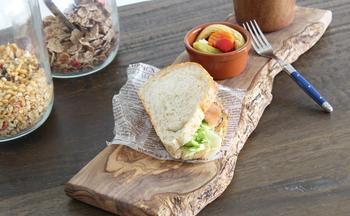 サンドイッチ&スープ&フルーツなどをのせて、モーニングorランチプレートとして使ってもいいですね。手軽にカフェ気分が味わえます。