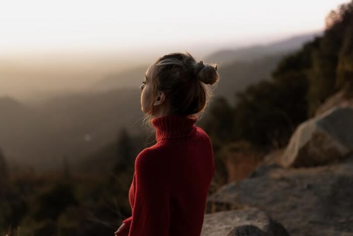 自分の内面を探ったり独創的なアイディアを生み出したいとき、音は刺激となって集中を妨げてしまうことがあります。静寂の中にあって、外からの情報の全てを排除することで、真に自分の中から新しいものを生み出す力をサポートできるでしょう。