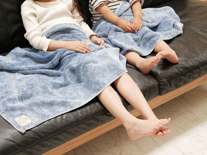 ふかふかな肌触りだから、赤ちゃんや小さなお子さんのいる家庭でも安心して使用できます。大判バスタオルはリビングでの膝掛けやお昼寝時のタオルケット代わりになるのでとっても重宝します。車内やソファーに常備しておきたいですね。