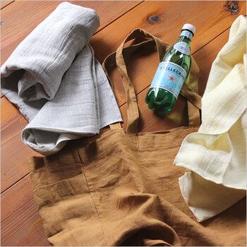 コットン60%に、リネンを40%ミックスした「MOKU LINEN」。吸水性・速乾性に優れていて、薄くてかさばらずしっかりと水分を拭き取れます。